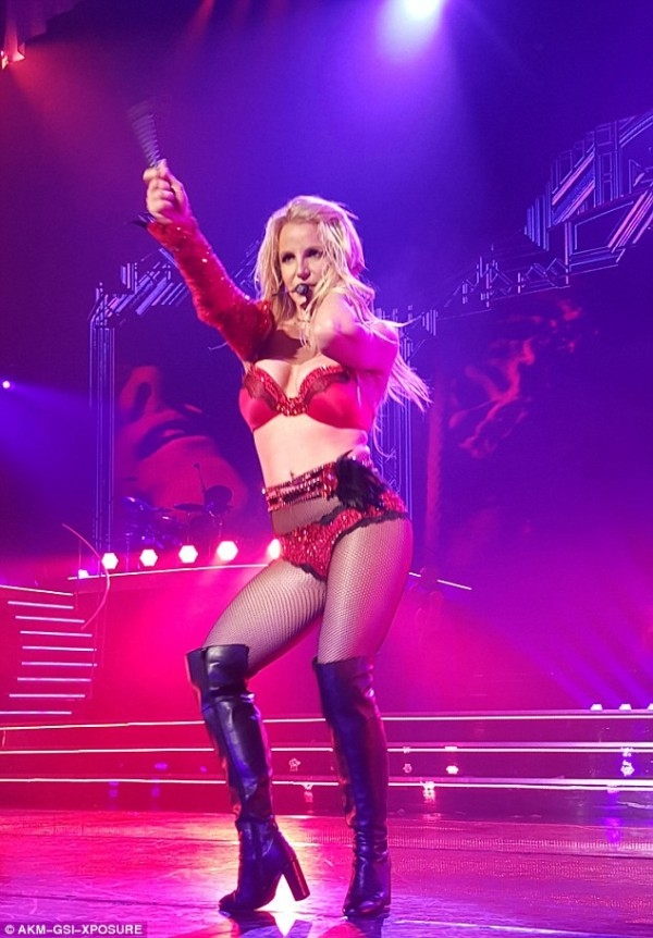 Britney Spears Steals The show in Vegas with her electrifying performance and sensuous outfits