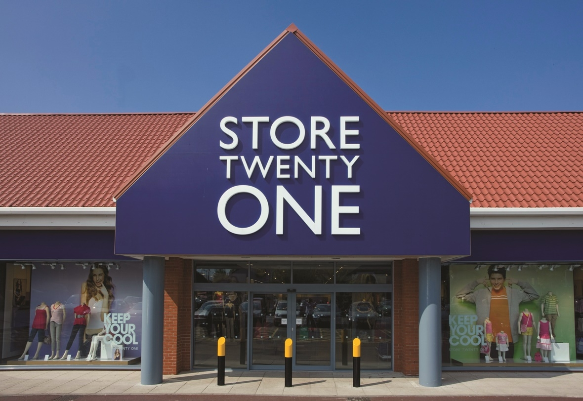 Store Twenty One falls into liquidation with the loss of 900 jobs .