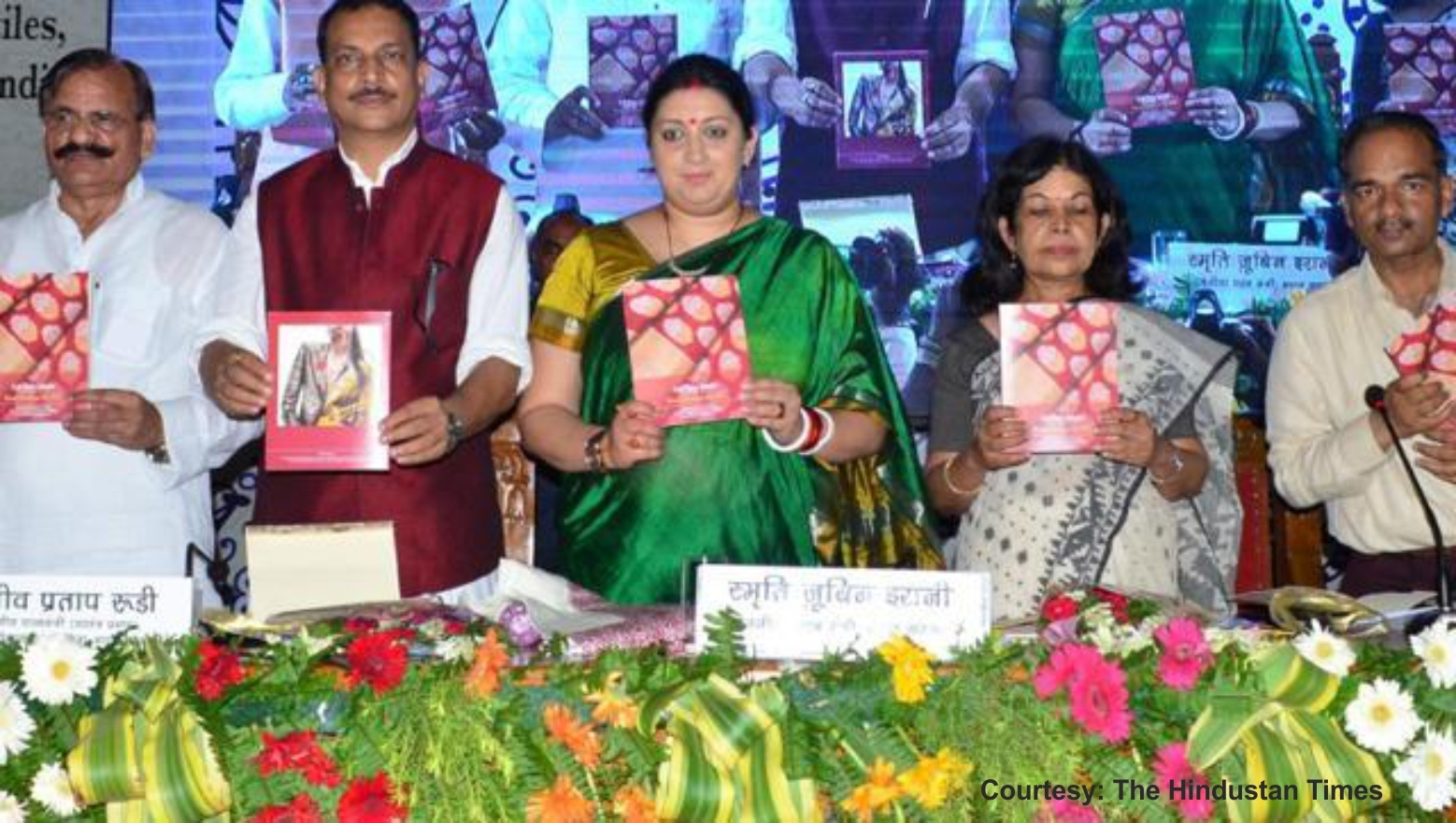 Smriti Irani announces a new weaver census on National Handloom Day | Intimohub.com